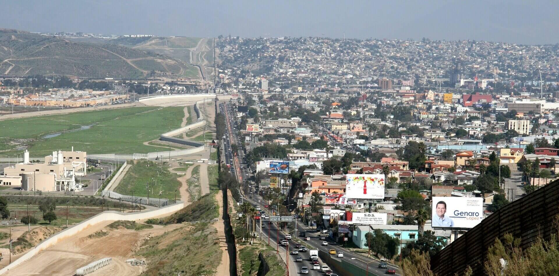 Frontera México - Estados Unidos / Este artículo habla sobre las deportaciones express de adultos solteros en la frontera