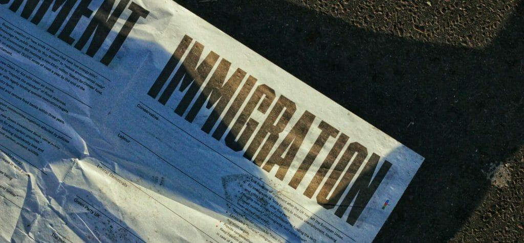 "Papel blanco impreso donde dice ""Immigration"" | Biden"