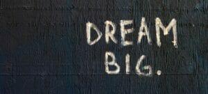 """Letrero que dice """"dream big"""" sueña en grande - Dream Act - Reforma Migratoria"""