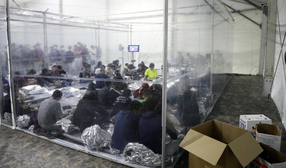 fotos difundidas por la CBP que muestran las condiciones de vida de los menores detenidos por la patrulla fronteriza