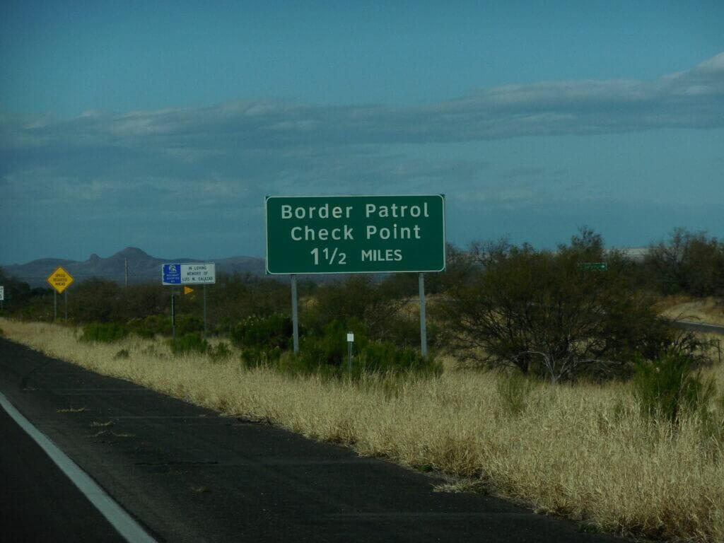 Este artículo habla sobre la situación en la frontera de México y Estados Unidos. La imagen es acorde.