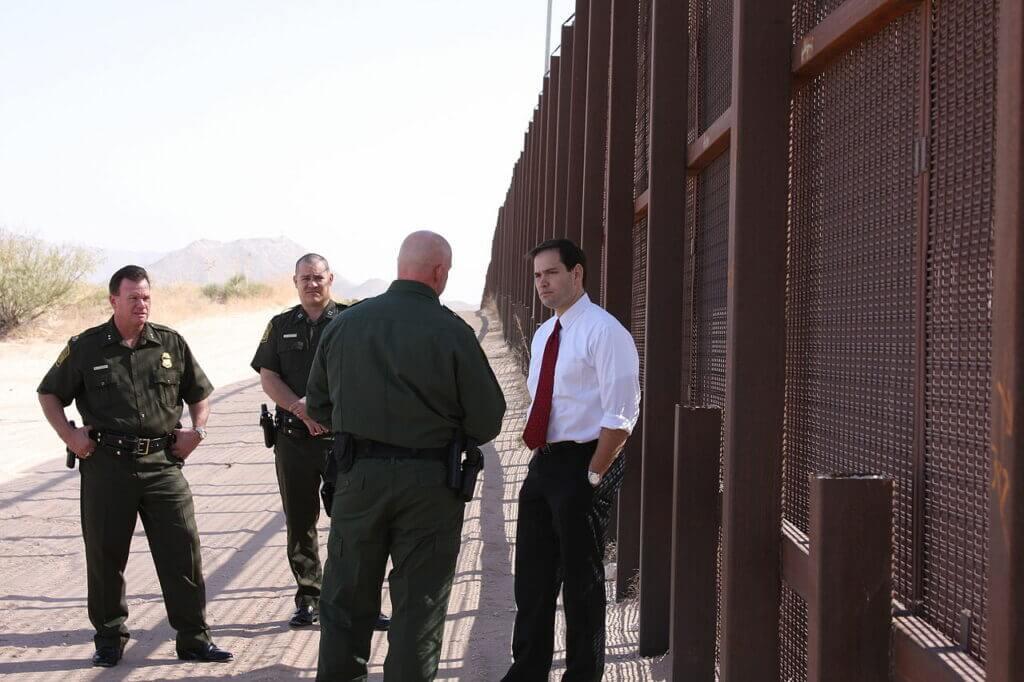 Este artículo habla sobre la frontera de México y Estados Unidos. La imagen es acorde.